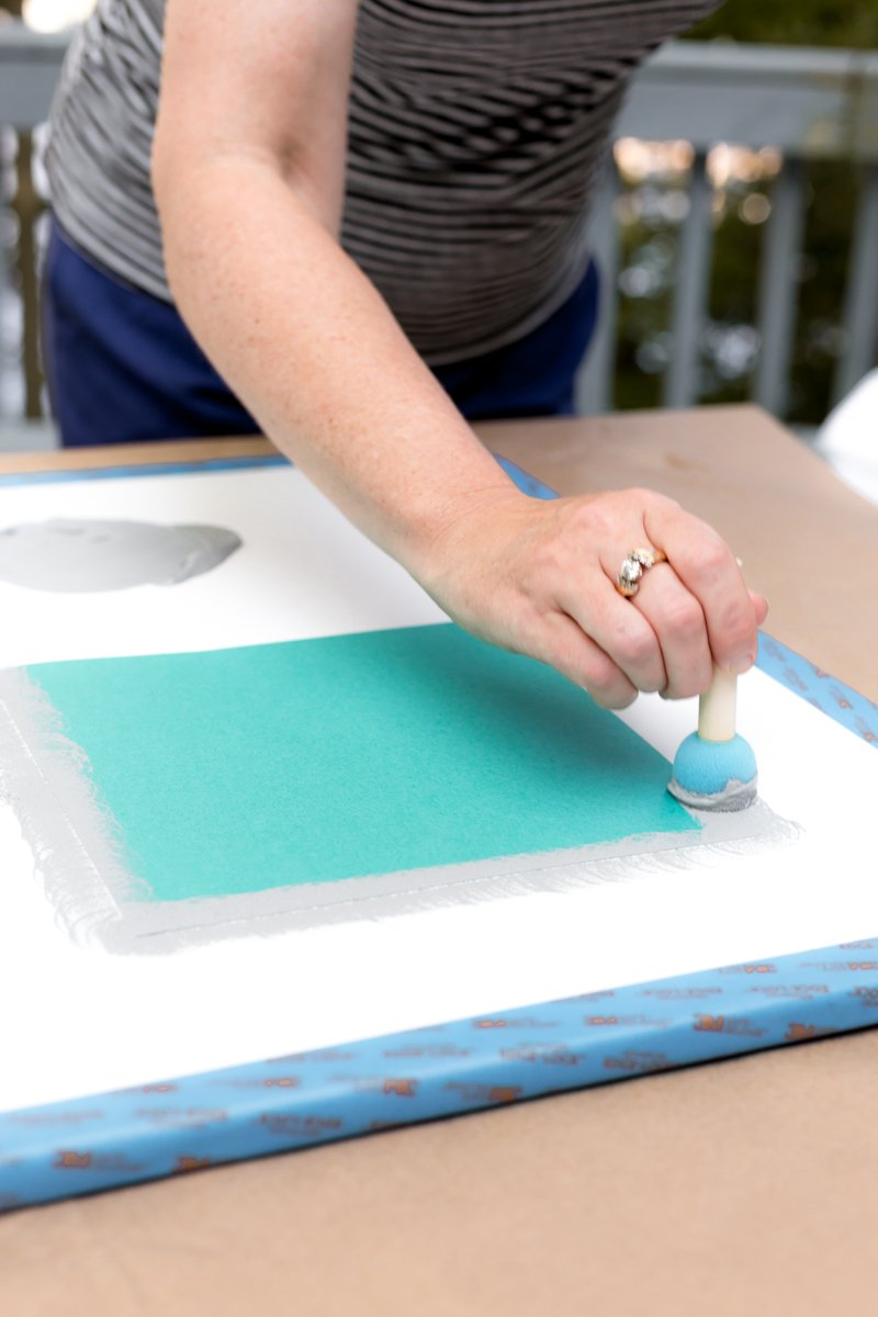 use dauber to apply paint around the edges of the cardstock
