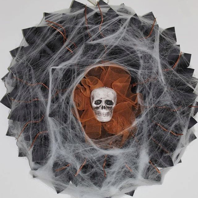 cobb web Halloween wreath with skulls