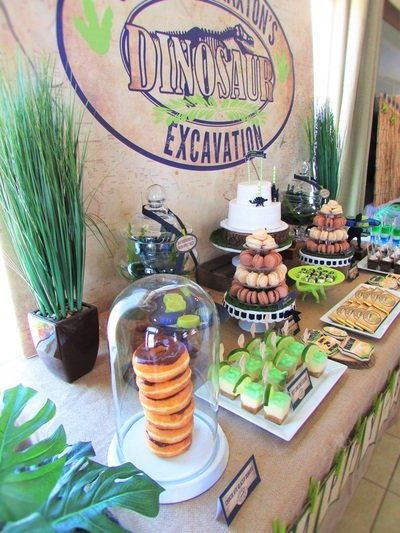 food on table for dinosaur kids party