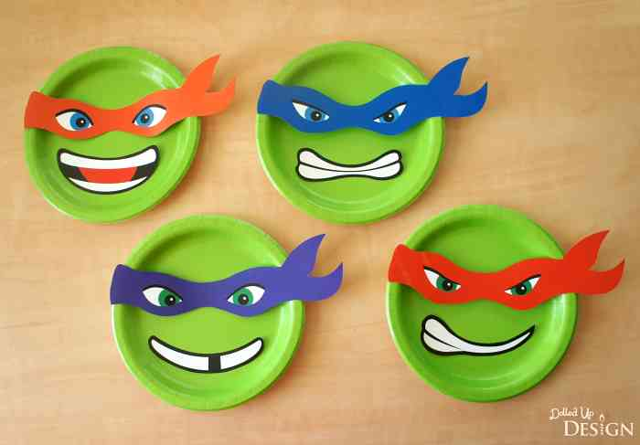 Teenage Mutant Ninja Turtles plates by Moms & Munchkins