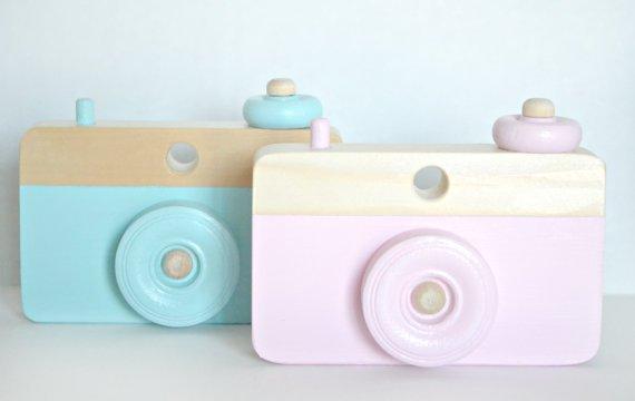 Wooden pastel camera