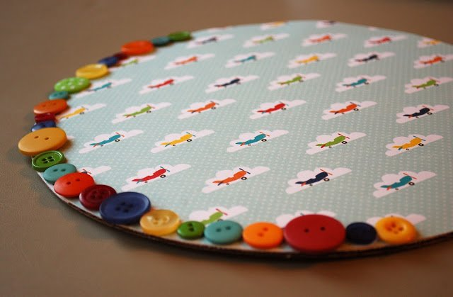 cake plate with rainbow button edge