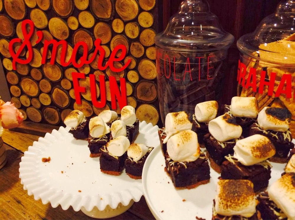 smores on wooden table with chocolate and graham crackers