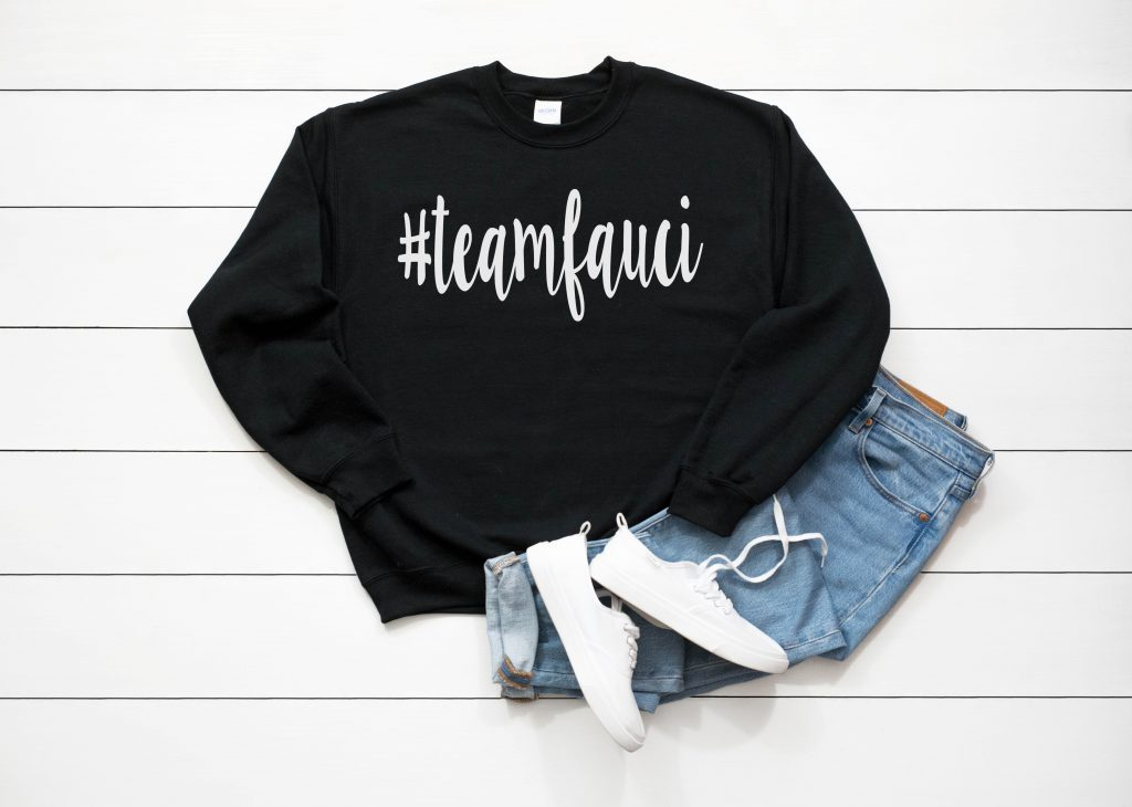 black sweatshirt with jeans and white sneakers