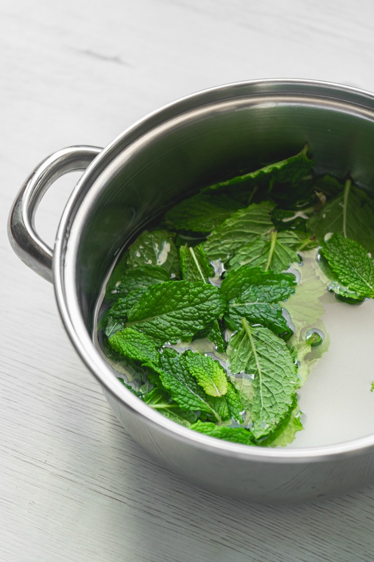 mint leaves in pan