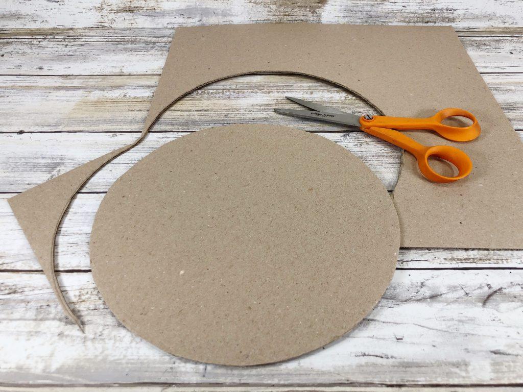 cut cardboard circle for carrot wreath