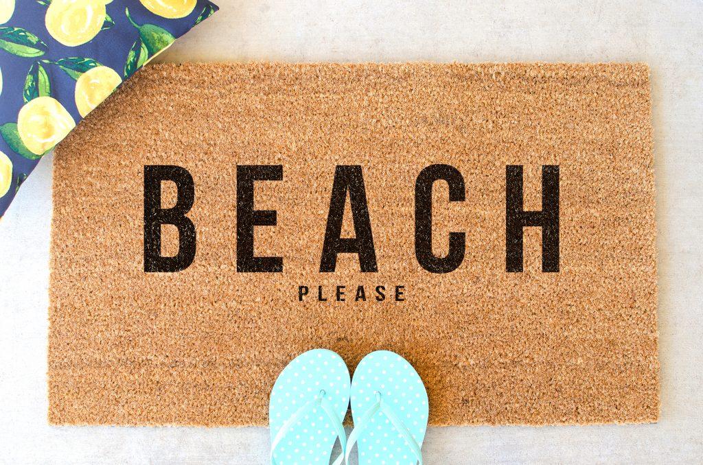 beach please door mat with sandals